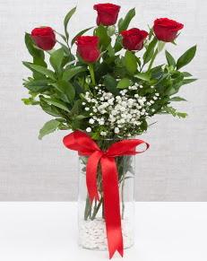 cam vazo içerisinde 5 adet kırmızı gül  Bursa çiçek gönderimi nilüfer cicekciler , cicek siparisi
