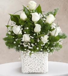 9 beyaz gül vazosu  Bursaya çiçek yolla orhangazi çiçek satışı