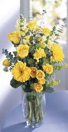 Bursa ya çiçek yolla mudanya cicek , cicekci  sari güller ve gerbera cam yada mika vazo