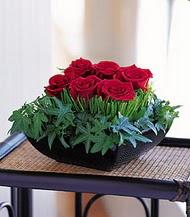 Bursa çiçek gönder nilüfer çiçek siparişi vermek  10 adet kare mika yada cam vazoda gül tanzim