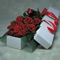 Bursa ya çiçek yolla mudanya cicek , cicekci  11 adet gülden kutu