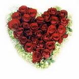 kalp biçiminde 15 gülden   Bursa iznik hediye sevgilime hediye çiçek