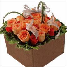 kare sandikta 11 gülllerden   Bursa orhangazi internetten çiçek siparişi