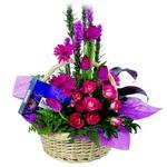 çikolata ve sepette çiçek   çiçek siparişi Bursa karacabey çiçek yolla