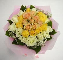 sari ve beyaz gül karisimda   Bursada çiçekçi osmangazi çiçek , çiçekçi , çiçekçilik