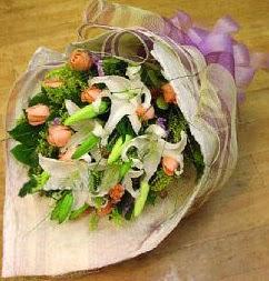 Bursa osmangazi internetten çiçek satışı  11 ADET GÜL VE 1 ADET KAZABLANKA