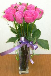 cam vazo içerisinde 11 adet gül  Bursa osmangazi internetten çiçek satışı