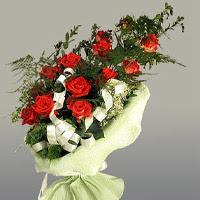 online Bursa ucuz çiçek gönder  11 adet kirmizi gül buketi sade haldedir