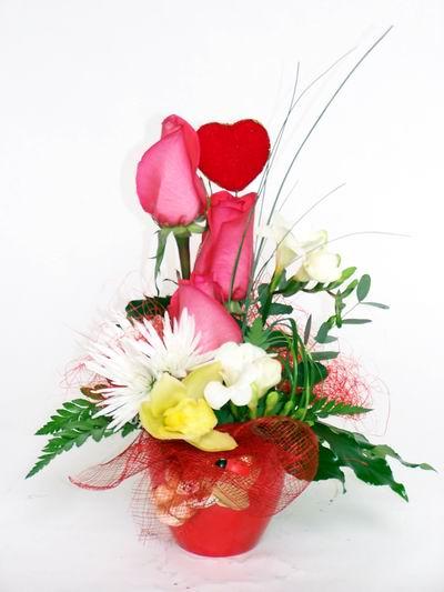 online Bursa ucuz çiçek gönder  cam içerisinde 3 adet gül ve kir çiçekleri