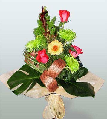 online Bursa ucuz çiçek gönder  3 adet gül 4 adet gerbera çiçegi sade buket