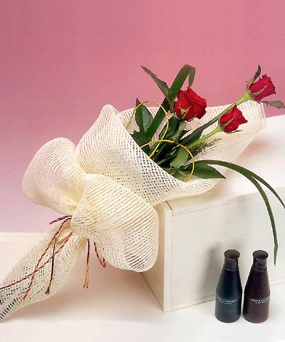 3 adet kalite gül sade ve sik halde bir tanzim  Bursa inegöl kaliteli taze ve ucuz çiçekler