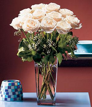 Bursa büyük orhan yurtiçi ve yurtdışı çiçek siparişi  Cam yada mika vazo içerisinde 12 gül