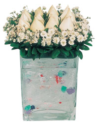 Bursa orhangazi internetten çiçek siparişi  7 adet beyaz gül cam yada mika vazo tanzim