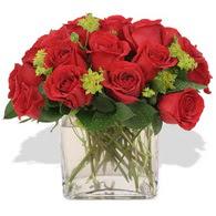 Bursa çiçekçi osman gazi çiçek gönderme sitemiz güvenlidir  10 adet kirmizi gül ve cam yada mika vazo