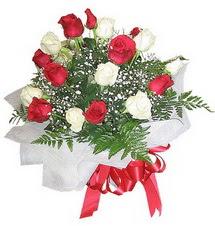 Bursada çiçekçi osmangazi çiçek , çiçekçi , çiçekçilik  12 adet kirmizi ve beyaz güller buket