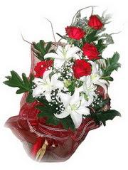 çiçek siparişi Bursa nilüfer anneler günü çiçek yolla  5 adet kirmizi gül 1 adet kazablanka çiçegi buketi