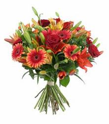Bursa çiçek nilüfer İnternetten çiçek siparişi  3 adet kirmizi gül ve karisik kir çiçekleri demeti