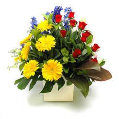 Bursa ya çiçek yolla mudanya cicek , cicekci  9 adet gül ve kir çiçekleri cam yada mika vazoda