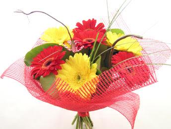 9 adet gerbera çiçeklerinden buket  Bursaya çiçek yolla orhangazi çiçek satışı