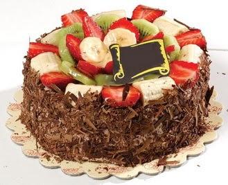 pastaci firmasindan 4 ile 6 kisilik çikolata meyvali yaspasta  Bursa çiçek gönder nilüfer çiçek siparişi vermek
