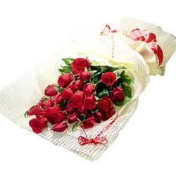 Çiçek gönderme 13 adet kirmizi gül buketi  Bursaya çiçek yolla orhangazi çiçek satışı
