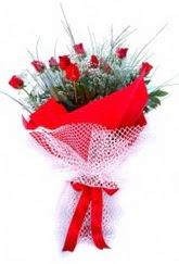 Bursadaki çiçekçiler karacabey çiçekçi telefonları  9 adet kirmizi gül buketi demeti