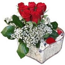 Bursa iznik hediye sevgilime hediye çiçek  kalp mika içerisinde 7 adet kirmizi gül