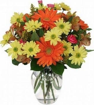 Bursa büyük orhan yurtiçi ve yurtdışı çiçek siparişi  vazo içerisinde karışık mevsim çiçekleri