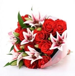 çiçek Bursa yenişehir çiçekçi mağazası  3 dal kazablanka ve 11 adet kırmızı gül