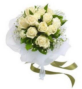 Bursa çiçek satışı kestel uluslararası çiçek gönderme  11 adet benbeyaz güllerden buket