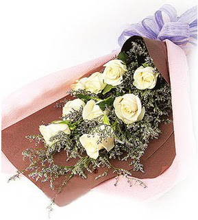 çiçekçiler Bursa online çiçek gönderme sipariş  9 adet beyaz gülden görsel buket çiçeği