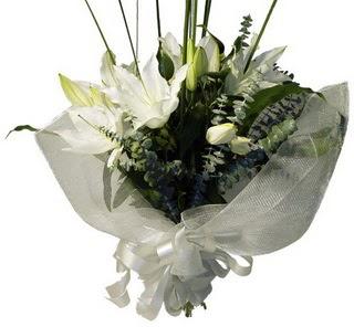 Bursa orhangazi internetten çiçek siparişi  2 dal kazablanka çiçek buketi