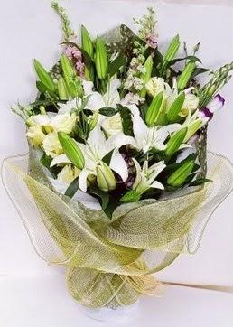 çiçek siparişiBursa mustafa kemal paşa çiçek siparişi sitesi  3 adet kazablankalardan görsel buket çiçeği
