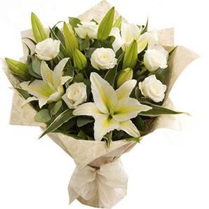 Bursa osmangazi online çiçekçi , çiçek siparişi  3 dal kazablanka ve 7 adet beyaz gül buketi