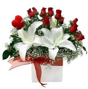 Bursa orhangazi internetten çiçek siparişi  1 dal kazablanka 11 adet kırmızı gül vazosu
