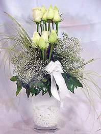 Bursa ya çiçek yolla mudanya cicek , cicekci  9 adet vazoda beyaz gül - sevdiklerinize çiçek seçimi