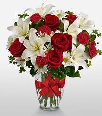 Eşsiz vazo tanzimi güller kazablankalar  Bursa ya çiçek yolla mudanya cicek , cicekci