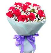 12 adet kırmızı gül ve beyaz kır çiçekleri  Bursa orhangazi internetten çiçek siparişi