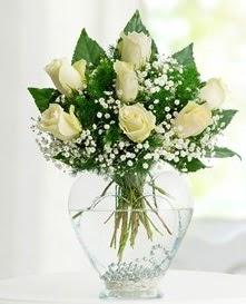Cam içerisinde 7 adet beyaz gül  Bursa çiçek gönderimi nilüfer cicekciler , cicek siparisi