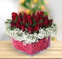 15 kırmızı gülden kalp mika çiçeği  Bursaya çiçek yolla orhangazi çiçek satışı