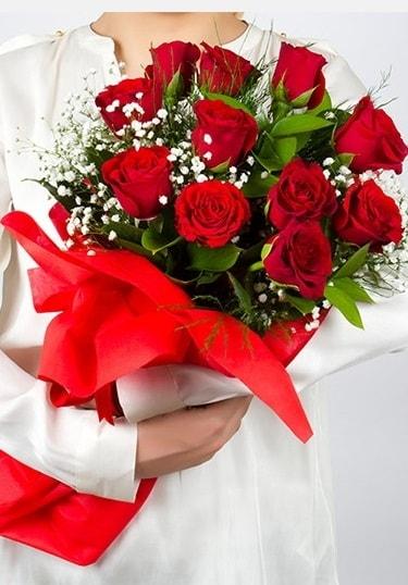 Aşk Gülleri 11 Adet kırmızı gül buketi  Bursa çiçekçi osman gazi çiçek gönderme sitemiz güvenlidir