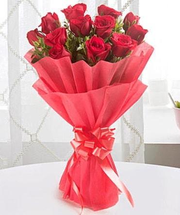 12 adet kırmızı gülden modern buket  Bursa çiçek yolla nilüfer çiçek gönderme