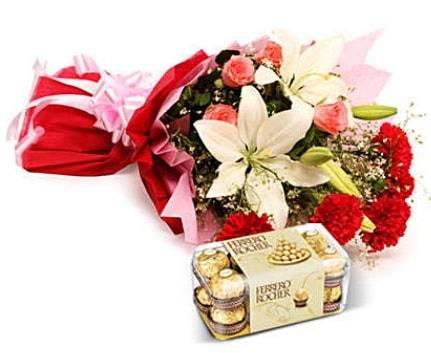 Karışık buket ve kutu çikolata  Bursada çiçekçi osmangazi çiçek , çiçekçi , çiçekçilik